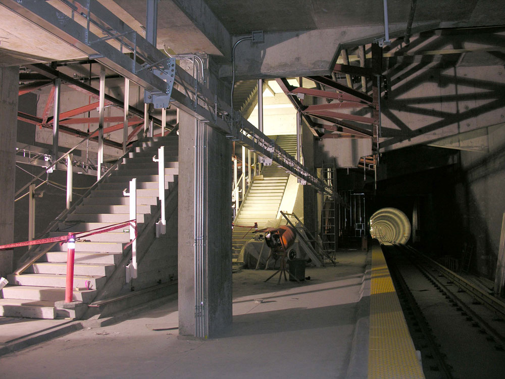 Another look at the stairs, and the inbound tunnel heading north.