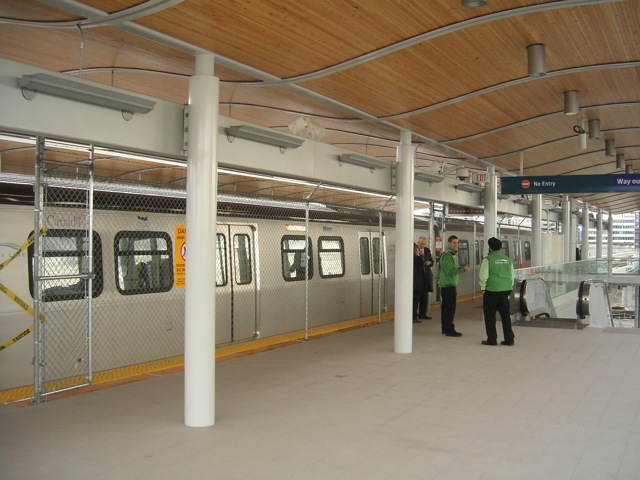 The platform at Lansdowne Station. Photo by <a href=http://canadalinephotos.blogspot.com/2009/04/2009-04-09-lansdowne-station.html>Tafyrn Palecloud</a>.
