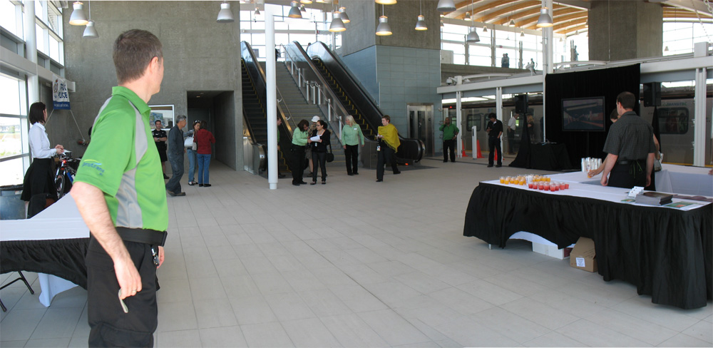 The view inside the station from the north side entrance. Click for a larger version!