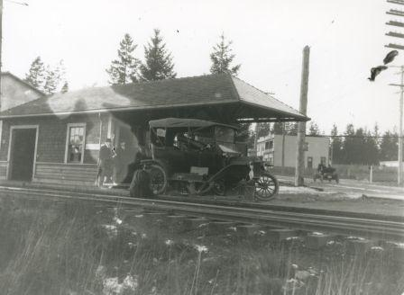 Edmonds Station circa 1912. Item 001-014, from the Burnaby Historical Society Community Archives Collection, courtesy of the <a href=http://www.heritageburnaby.com>City of Burnaby Archives</a>.