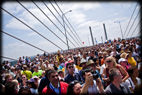 The Golden Ears Bridge, crowded with people during its opening day celebration. (I wonder if everyone has a transponder?)